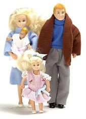 Семья из 4 человек, блондины, кукольная миниатюра 1:12 (Dollhouse), Premium арт. 00010 (Pr)