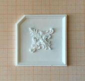 Потолочная панель с декором, под вставку для крепления светильника, 6,0*6,0 см, пластик, кукольная миниатюра 1:12 (Dollhouse), Dollsmini арт. 01.0976/4_10 (mf)