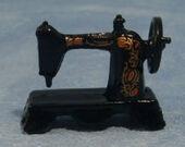 Швейная машинка, кукольная миниатюра 1:12 (Dollhouse), Streets Ahead арт. D015 (mm)